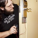 brocious-onity-hotel-lock-arduino-640x353